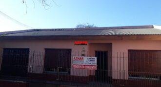 Casa en venta en calle Urquiza